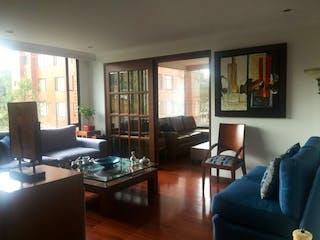 Una sala de estar llena de muebles y una televisión de pantalla plana en Apartamento en venta en Barrio Niza, 150m² con Gimnasio...