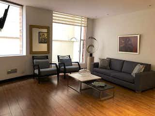 Una sala de estar llena de muebles y una ventana en Apartamento en venta en El Refugio 84mt