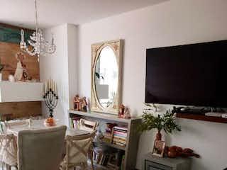 Una sala de estar llena de muebles y una televisión de pantalla plana en Espectacular La Carolina, Apartamento en venta en Barrio La Carolina, 90m² con Bbq...