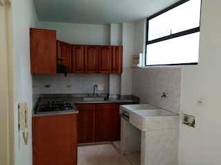Una cocina que tiene un fregadero y una estufa en Venta de Apartamento en La Castellana, Medellín