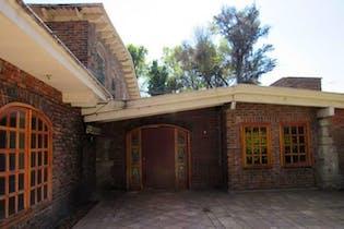 Casa en venta en Santa María Tepepan, 500 m² con jardín