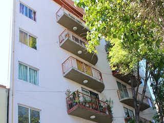 Un gran edificio con un montón de signos en él en Hermoso Departamento en Venta en Tacuba!