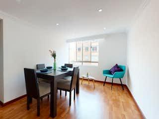 Una sala de estar llena de muebles y un suelo de madera en Apartamento en venta en Galicia con Jardín...