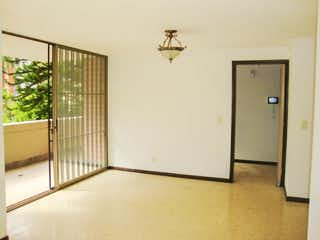 Un refrigerador congelador blanco sentado dentro de una cocina en Apartamento para la venta en El Poblado, sector la Frontera