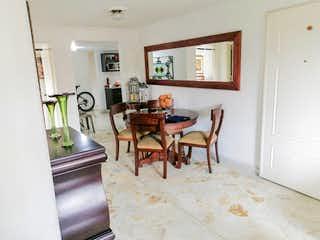 Una cocina con una mesa y sillas en ella en Apartamento para la venta en FLorida Nueva, Medellín