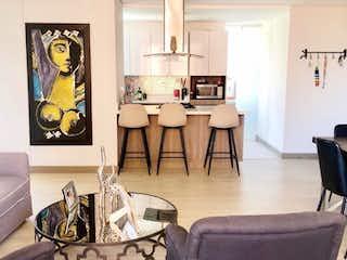 Una sala de estar llena de muebles y un reloj en Apartamento moderno para la venta en Lalinde, Poblado