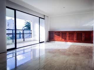 Una sala de estar muy bonita con una gran ventana en Apartamento a la venta excelente ubicación Parra, optimas condiciones.