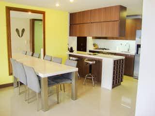 Una cocina con una mesa y sillas en ella en Apartamento a la venta en Castropol, Moderno Unidad Completa