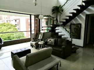 Una sala de estar llena de muebles y una ventana en Hermoso Duplex para Venta en Zuñiga  ideal.