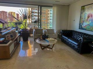 Una sala de estar llena de muebles y una televisión de pantalla plana en Gran apartamento a la venta en La Loma del Tesoro. Moderno y exclusivo