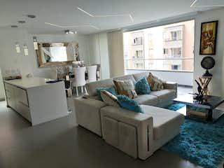 Una sala de estar llena de muebles y una ventana en Apartamento para la venta en Envigado sector Jardines