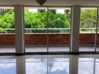 Una ventana que tiene una ventana en ella en Casa para la Venta en Envigado Sector Jardines