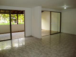 Un cuarto de baño con ducha y lavabo en Excelente casa para la venta cerca de Oviedo