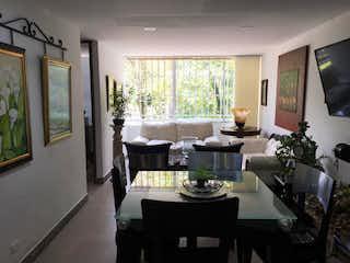 Una sala de estar llena de muebles y una televisión de pantalla plana en Apartamento en venta en Los Almendros de 67m² con Balcón...