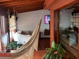 Una habitación muy bonita con una gran ventana en Villas de San Nicolas