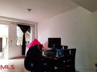 Una sala de estar llena de muebles y una ventana en Quintas de la Playa