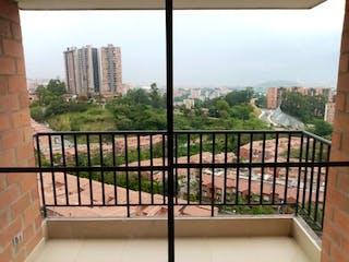 Una vista de una valla con un horizonte de la ciudad en el fondo en APARTAMENTO PARA LA VENTA EN EL RODEO