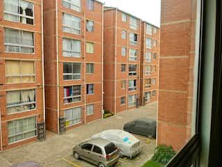 Un coche estacionado delante de un edificio en Venta apartamento Bosa Remanso