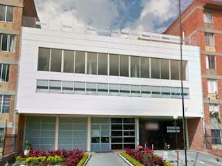 Una imagen de un edificio en una esquina de la calle en Vendo Apartamento Hayuelos, Bogotá