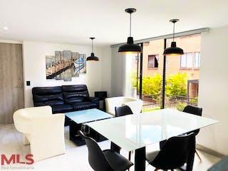 Una sala de estar llena de muebles y una ventana en Aires De San Diego