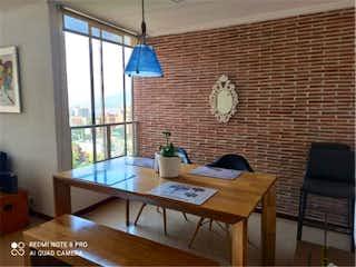 Una sala de estar llena de muebles y una gran ventana en Venta de apartamento en El Poblado, Medellín, Antioquia
