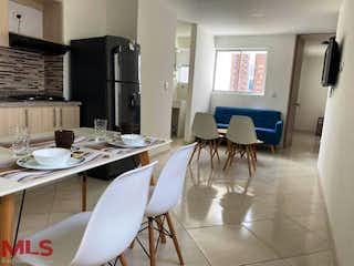 Una habitación con una mesa y una mesa en Aires de Mayorca