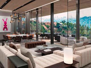 Una sala de estar llena de muebles y una gran ventana en Alcazar  499