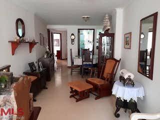 Una sala de estar llena de muebles y una ventana en Santorini (Laureles)