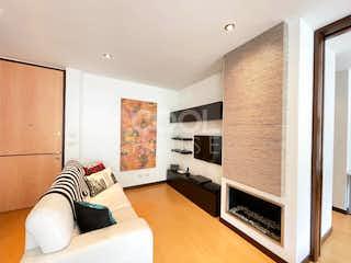 Una sala de estar llena de muebles y una televisión de pantalla plana en Apartamento moderno en venta en el Refugio
