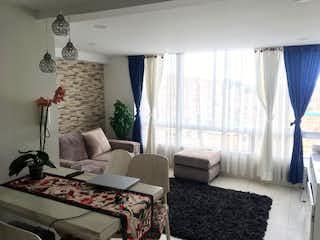Una sala de estar llena de muebles y una ventana en Apartamento En Venta En Bogota La Estancia