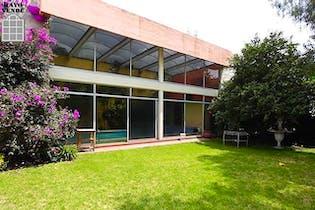 Casa en venta en Jardines del Pedregal, 791 m² con alberca