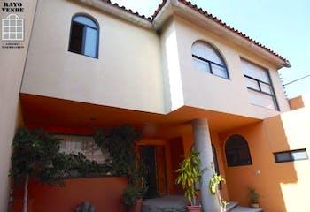 Casa en venta en Jardines del Ajusco, 396 m² con jardín