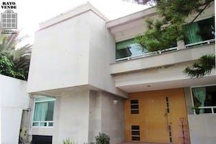 Casa en venta en Fuentes del Pedregal, 505 m² con jardín
