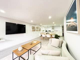 Una sala de estar llena de muebles y una televisión de pantalla plana en Apartamento remodelado en venta o arriendo en Emaus-Chapinero