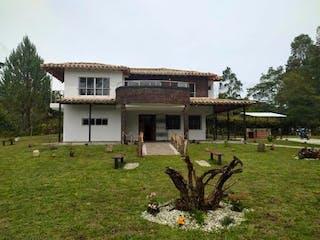 Finca Carmen De Viboral, Casa en venta en Aguas Claras de 330m²
