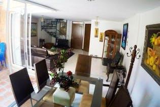 Casa En Venta En Medellin Belen La Palma con 3 niveles.