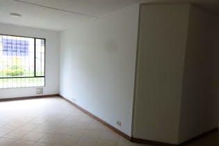Apartamento En Venta En Bogota Hayuelos, cuenta con 3 habitaciones con closet.