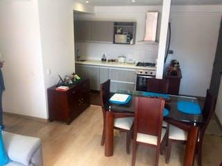 Una sala de estar llena de muebles y una mesa de madera en Apartamento En Venta En Bogota-Niza, cuenta con 2 habitaciones.