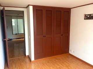 Un baño que tiene una puerta en él en 105313 - Venta excelente ubicacion apartaestudio 38 Mts2