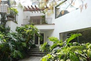 Casa en venta en Parque del Pedregal, 1,500 m² con salón de fiestas