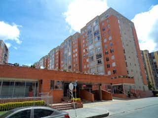 Un edificio con una torre de reloj en el centro en Venta Apartamento Tibabita, Bogotá