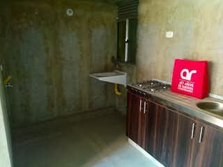 Un cuarto de baño con lavabo y un espejo en Apartamento en venta en Potrero Grande con Piscina...