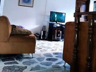 Una sala de estar llena de muebles y una televisión de pantalla plana en Casa En  Medellin Belen Granada- 7 alcobas