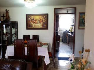 Una sala de estar llena de muebles y una televisión de pantalla plana en Apartamento En Venta En Medellin Belen Granada- 4 alcobas