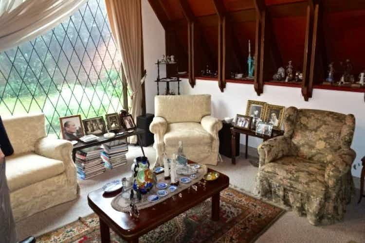 Portada Casa En Venta En Bogota Multicentro, cuenta con 4 habitaciones.