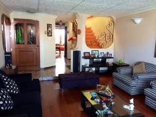 Casa en venta en La Alhambra de 4 habitaciones