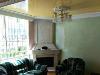 Una sala de estar llena de muebles y una ventana en Casa en venta en Nueva Zelandia, 134mt de dos niveles