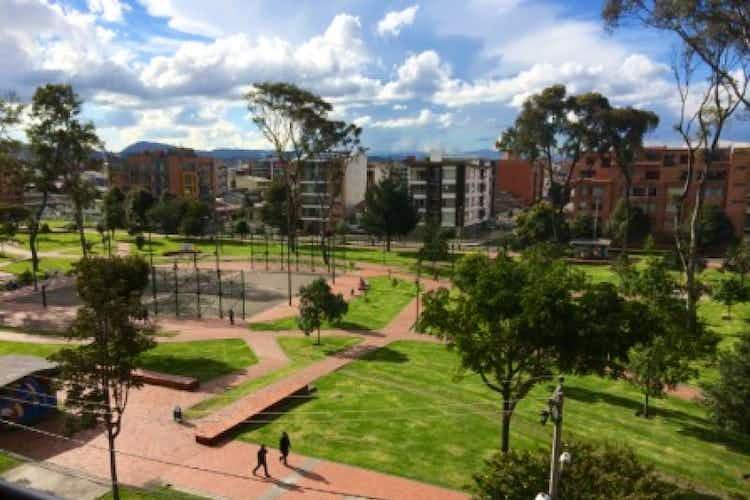 Portada Apartamento En Venta En Bogota Nueva Autopista, con dos terrazas.
