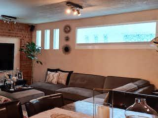 Una sala de estar llena de muebles y una televisión de pantalla plana en Departamento en venta en Valle Dorado, de 116 mts2.