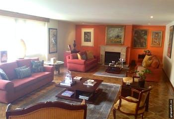 venta apartamento en Chicó Norte, cuenta con 4 habitaciones y 3 garajes.